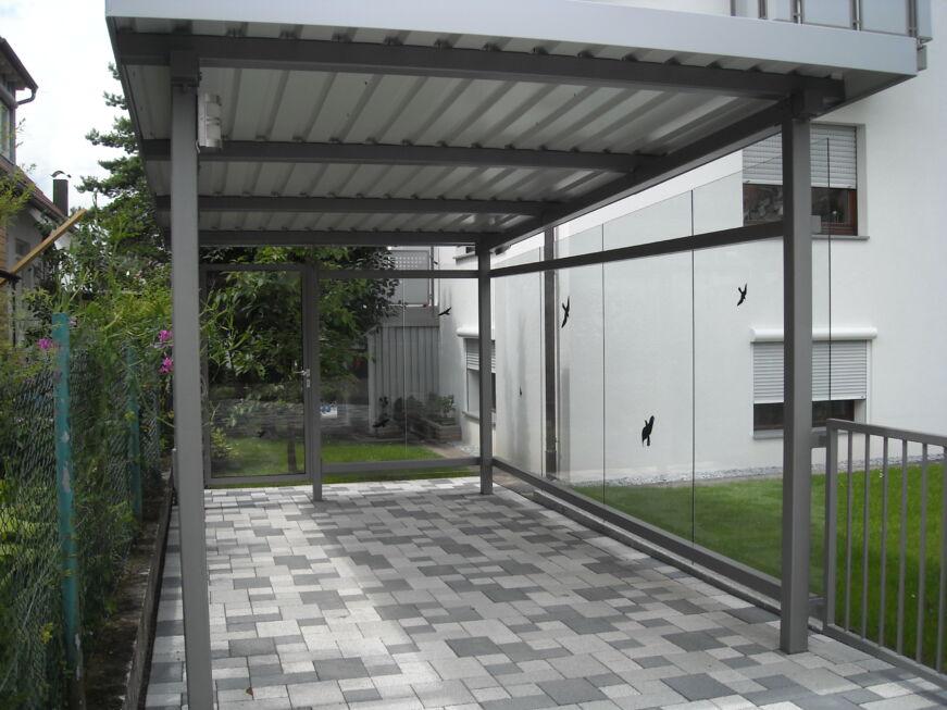 carport mit wandverkleidung aus glas stahlbau n gele. Black Bedroom Furniture Sets. Home Design Ideas