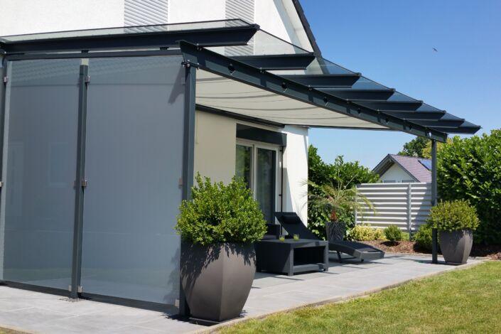 Schlosserarbeiten-Metallbauarbeiten-Terrassenüberdachung-Windfang-Stahlbau-Schlosser- und Metallbauarbeiten