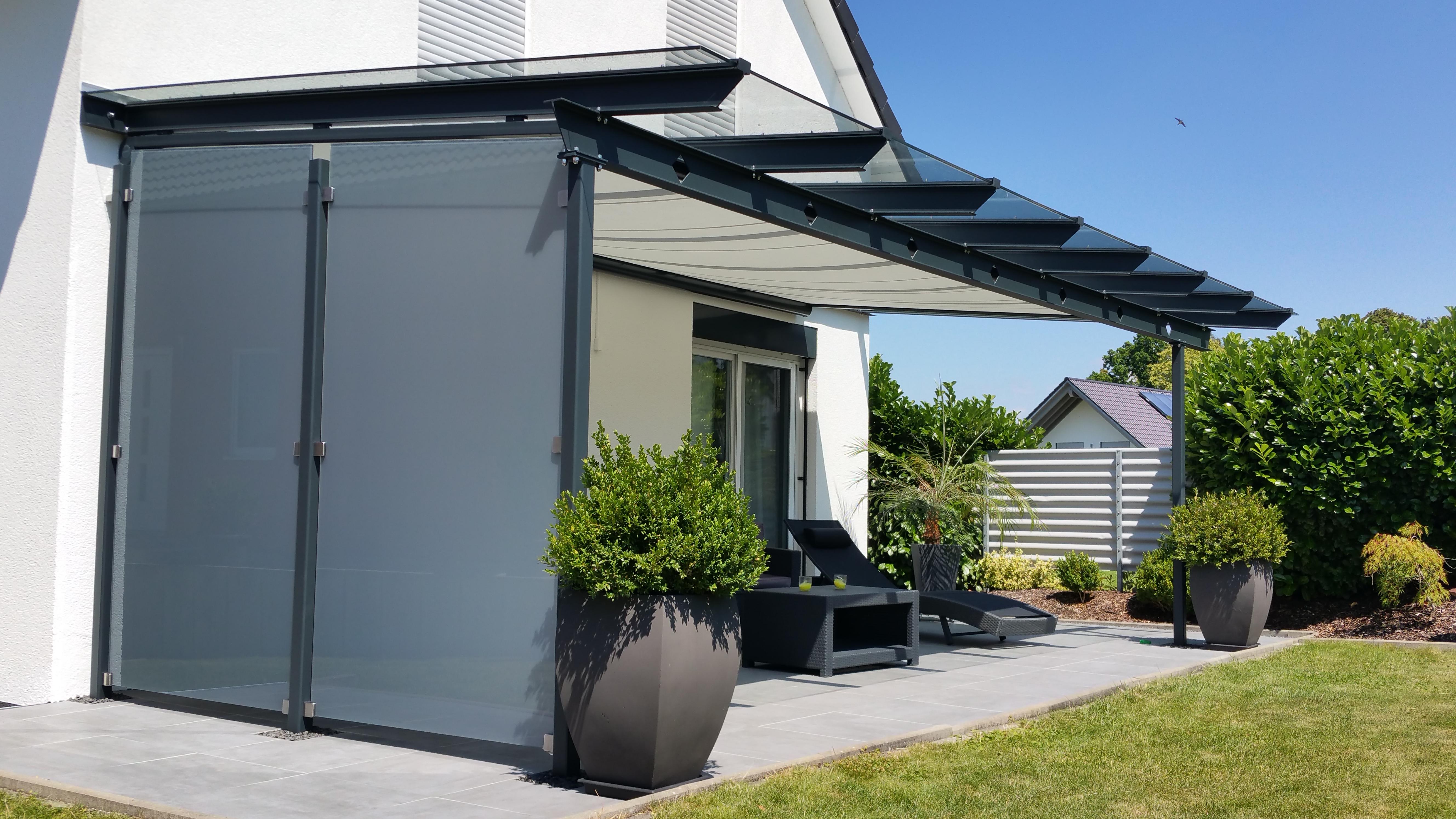 terrassen berdachung mit windfang aus glas g ppingen stahlbau n gele. Black Bedroom Furniture Sets. Home Design Ideas