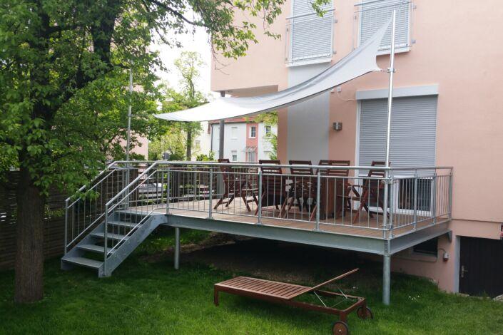 Schlosserarbeiten-Metallbauarbeiten-Balkon-Anbau-Balkongeländer-Stahlbau-Schlosser- und Metallbauarbeiten