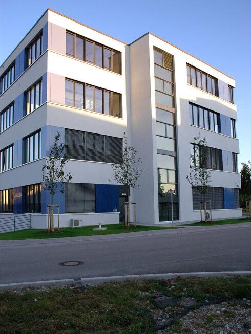 Neubau luftfahrtbildungszentrum stahlbau n gele for Fachwerkrahmen stahl