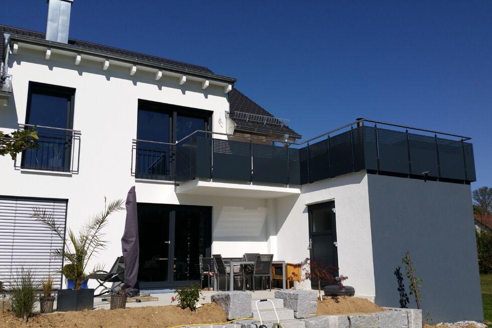 balkon und treppengel nder bartenbach stahlbau n gele. Black Bedroom Furniture Sets. Home Design Ideas