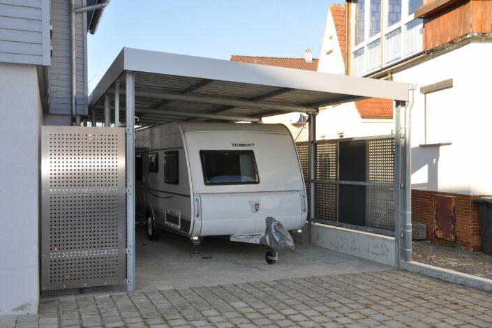 Carport mit Abstellraum   Lochblechverkleidung   Stahlbau Nägele