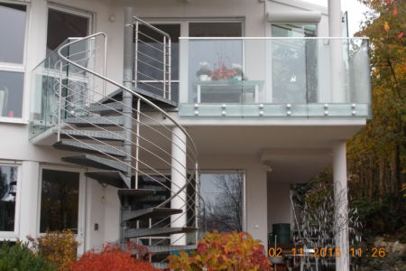 Schlosserarbeiten-Metallbauarbeiten-Geländer-Balkon-Stahlbau-Schlosser- und Metallbauarbeiten