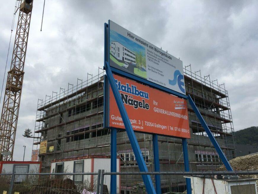 SF-Bau-Bautafel-Richtfest in Donzdorf-Neubeu Verwaltungsgebäude