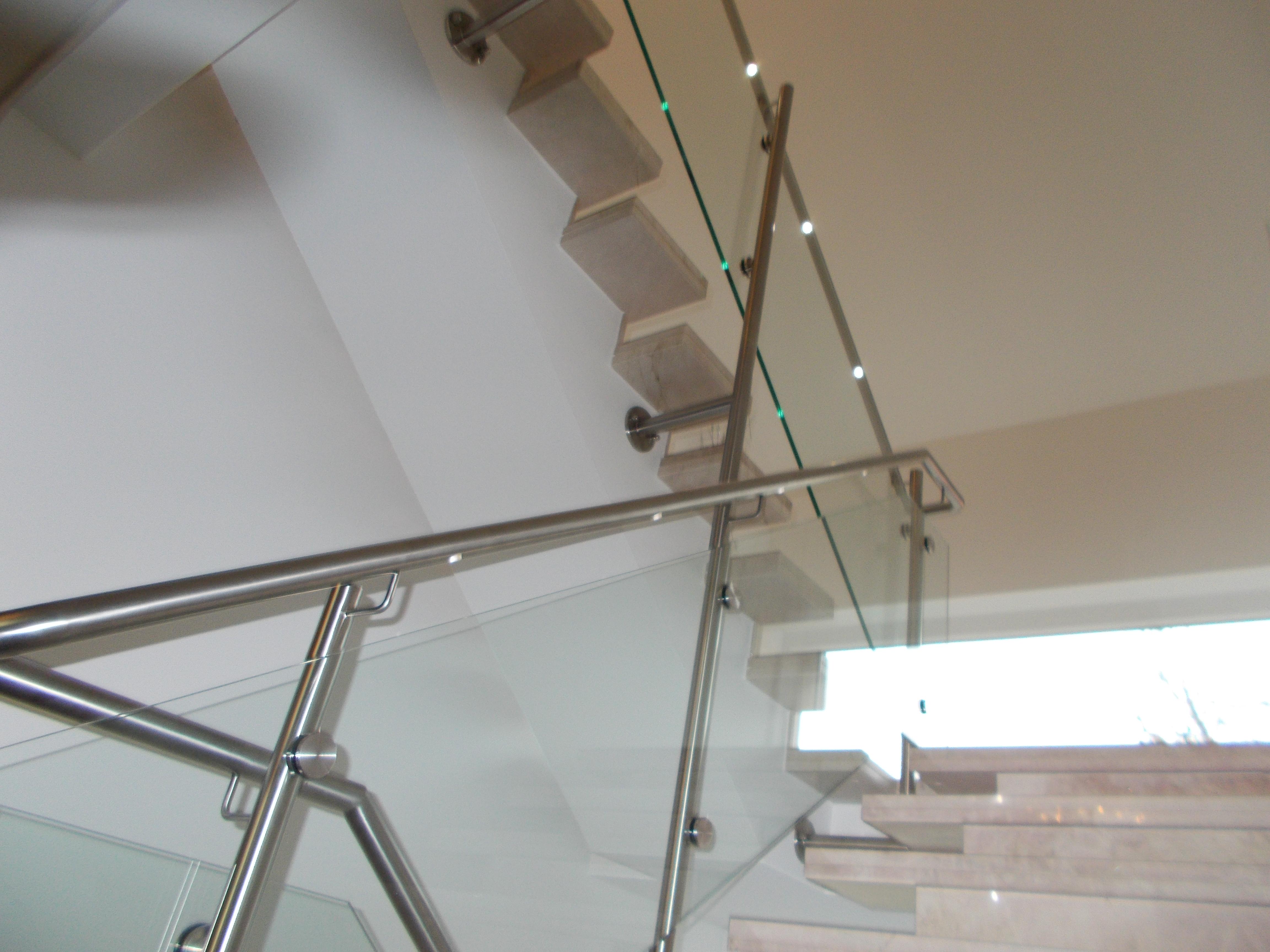 Treppenhausgeländer mit LED Beleuchtung | Stahlbau Nägele