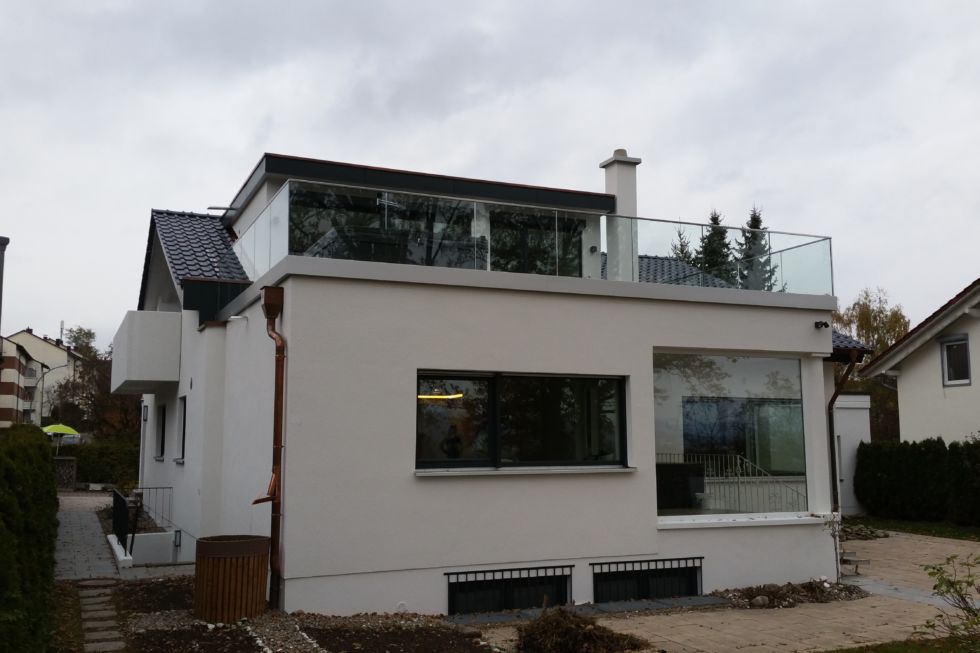 Schlosserarbeiten-Metallbauarbeiten-Terrasse-Geländer-Terrassengeländer-Stahlbau-Schlosser- und Metallbauarbeiten