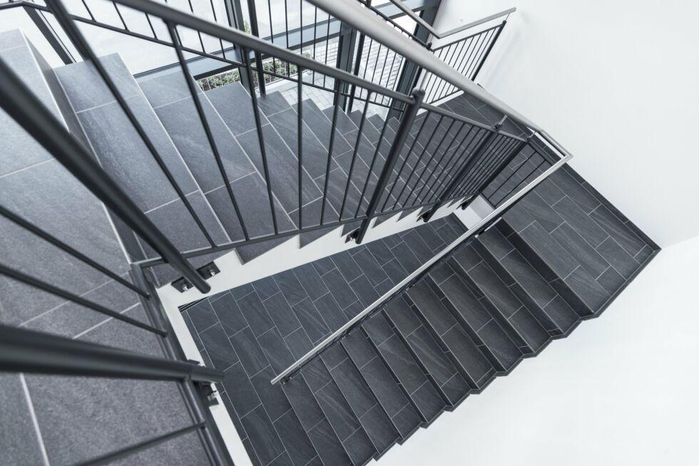 SF-Bau-Industriebau-Neubau Fertigungs- und Montagehalle mit Büro- und Außenanlagen-Leutenbach-Stahlbau-Schlüsselfertigbau