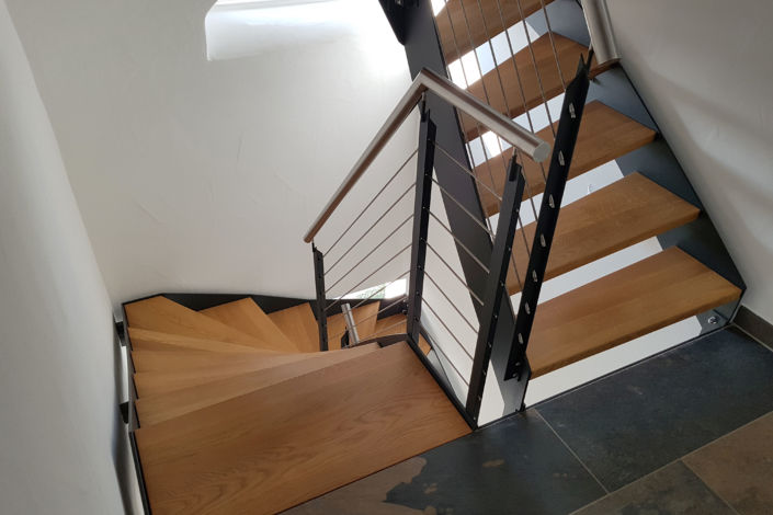 Schlosserarbeiten-Metallbauarbeiten-Treppe-Geländer-Stahltreppe-Stahlbau-Schlosser- und Metallbauarbeiten