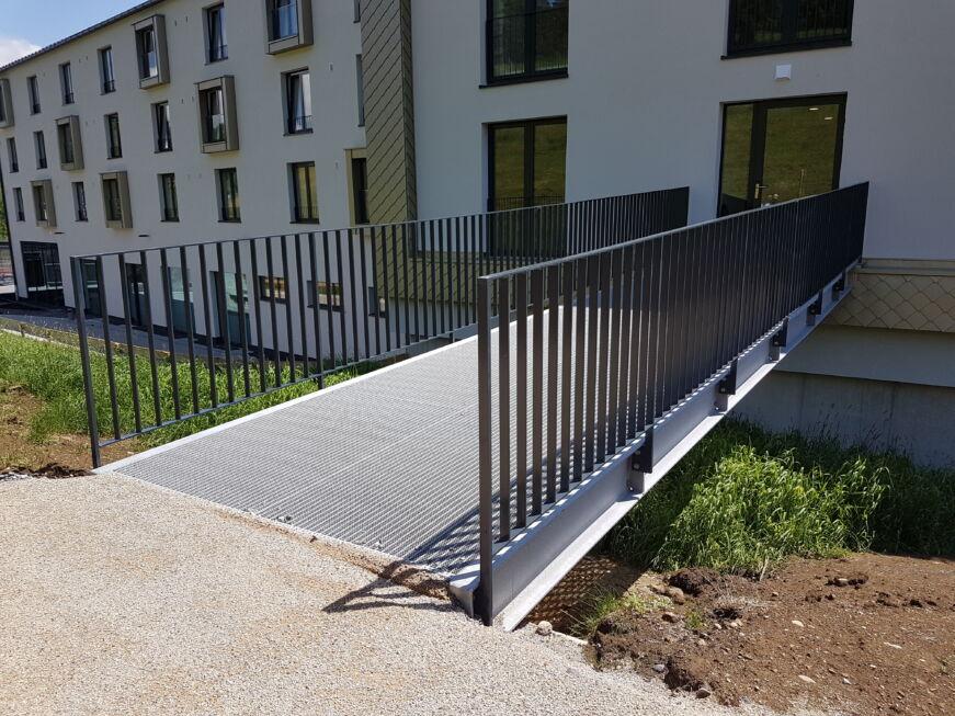 Schlosserarbeiten-Metallbauarbeiten-Steg-Geländer-Außensteg-Scheidegg-Schlosser- und Metallbauarbeiten