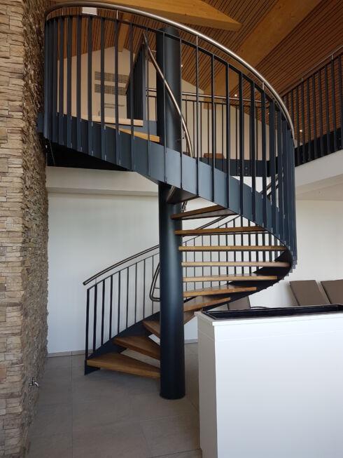 Schlosserarbeiten-Metallbauarbeiten-Spindeltreppe-Treppe-Scheidegg-Schlosser- und Metallbauarbeiten