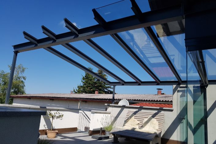 Schlosserarbeiten-Metallbauarbeiten-Terrassenüberdachung-Pergola-Stahlbau-Schlosser- und Metallbauarbeiten