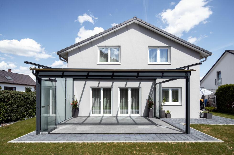 Schlosserarbeiten-Metallbauarbeiten-Terrassenüberdachung-Glaseindeckung-Bezgenriet-Stahlbau-Schlosser- und Metallbauarbeiten
