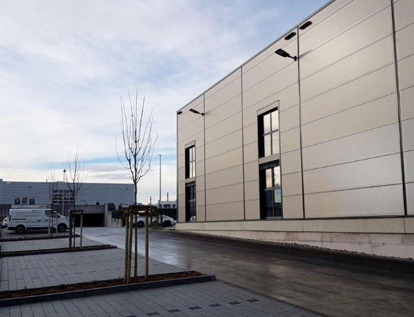 SF-Bau-Abnahme und Urkundenübergabe-Neubau Halle mit Büro-Kirchheim-Stahlbau-Schlüsselfertigbau