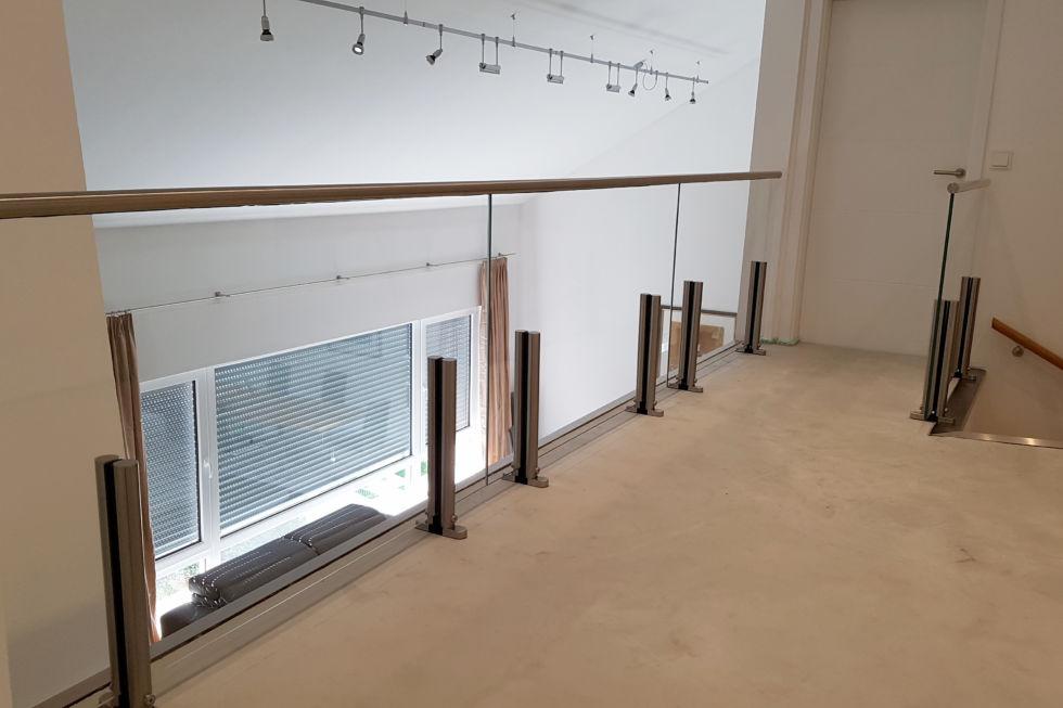 Schlosserarbeiten-Metallbauarbeiten-Galeriegeländer-LED-Geländer-Stahlbau-Donzdorf-Schlosser- und Metallbauarbeiten