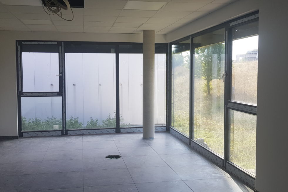 Schlüsselfertigbau-198309-Neubau mit Bürogebäude und Wohnung ESKA-Welt Eislingen