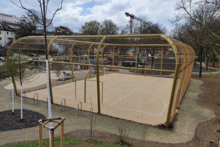Schlosserarbeiten-Metallbauarbeiten-Ballfangzaun-Ludwigsburg-Stahlbau-Schlosser- und Metallbauarbeiten
